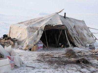 Палатку проветривают.