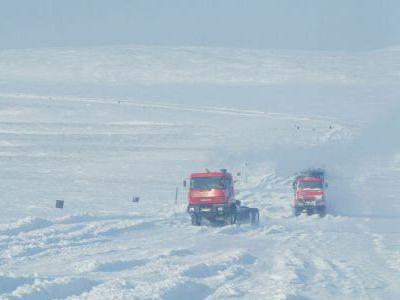 Зимник по побережью. Около ста км до Певека.
