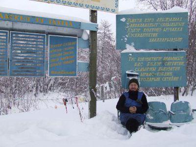 На этом обелиске много фамилий - ни слова по русски