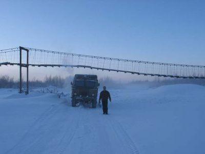 Конец зимника Усть-нера - Зырянка. Подвесной мостик.