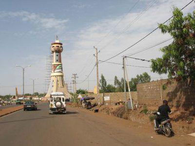 Мы в Бомако. В аэропорту прощаемся с Биллом и Рэем