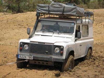 Умудряемся даже застрять в грязюке посреди пустыни..
