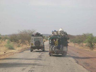 Мы сворачиваем на юго-запад в столицу - г. Бомако