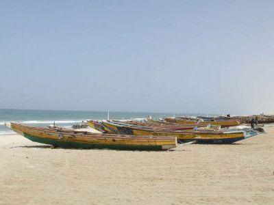 Рыбачий пляж в Нуакшоте. Тяжёлое ремесло.
