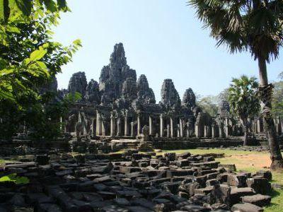 Чтобы открыть вид на храмы, были выжжены джунгли