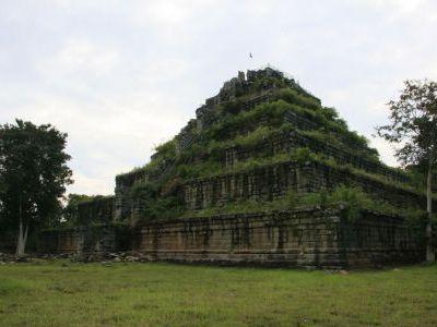 В Камбодже есть пирамиды не хуже южноамериканских.