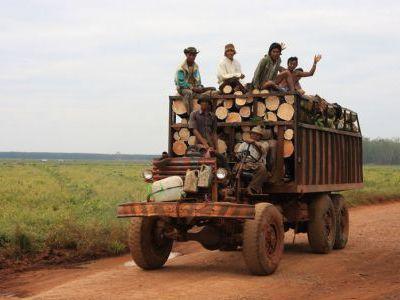 Авто в Камбодже. Каких только не увидишь..