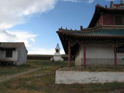 Буддийский храм в деревеньке.