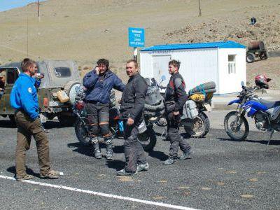 Встретили русских мотоциклистов.