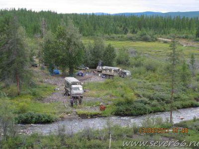 Стоим лагерем на дальнем ручье в ягодных болотах.