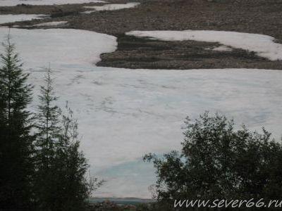 В низинах в середине жаркого лета не тает лёд